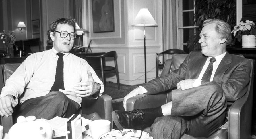 Niels Helveg Petersen, Det Radikale Venstre, tv. og statsminister Poul Schlùter, Det Konservative Folkeparti.