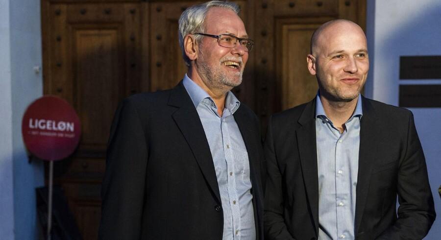 Dennis Kristensen og Anders Kühnau forlader Forligsinstitutionen i København. Forhandlere på det statslige, kommunale, og regionale område mødes til forhandlinger i Forligsinstitutionen i København, søndag den 22. april 2018. (foto: Martin Sylvest/Scanpix Ritzau 2018)