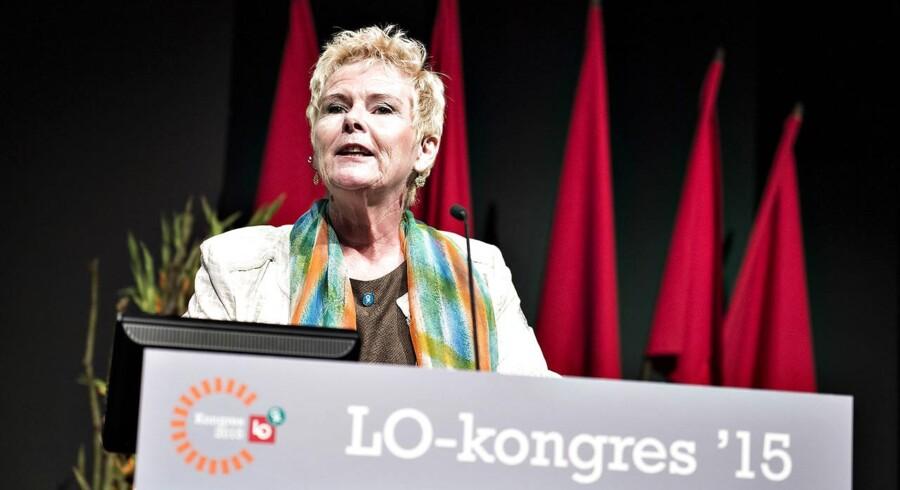 LO startede søndag deres 3-dages kongres i Aalborg Kongres og Kulturcenter, og tirsdag blev en ny formand efter afgående Harald Børsting fundet. Det blev næstformand igennem otte år, Lizette Risgaard, der kort efter valget understregede, at hun ikke er tilfreds med dagpengeaftalen.
