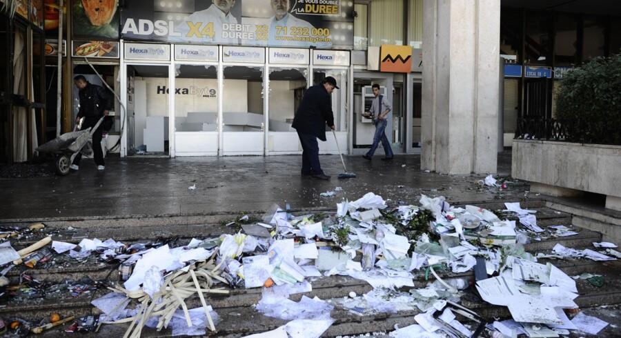 Der bliver hærget og plyndret i kølvandet på demonstrationerne i Tunesien, der tvang præsidenten til at forlade landet.