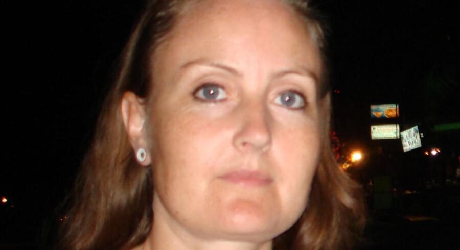 Den savnede kvinde beskrive således: 37 år, 170 cm høj, almindelig af bygning med mørkt, langt hår og grågrønne øjne.