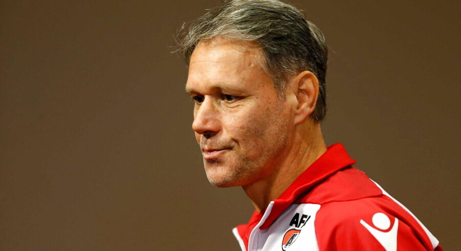 epa04402367 Dutch soccer coach and former football player Marco van Basten announces he will step back as head coach and proceed as assistent at his club AZ Alkmaar, at a press conference in Alkmaar, the Netherlands, 16 September 2014. Van Basten said he steps back because of health issues. EPA/BAS CZERWINSKI