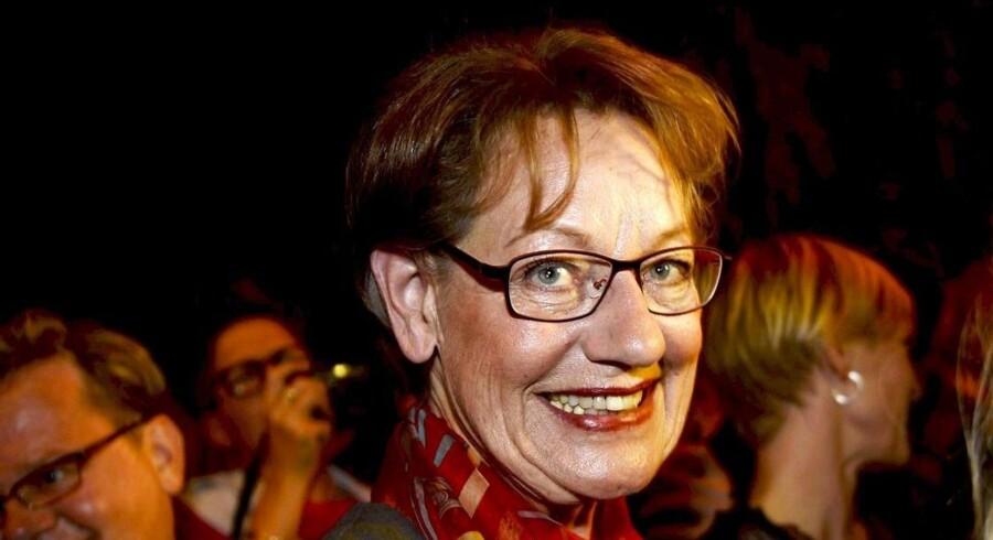 Gudrun Schyman, leder af Feministisk initiativ, ser glad ud efter de første prognoser.