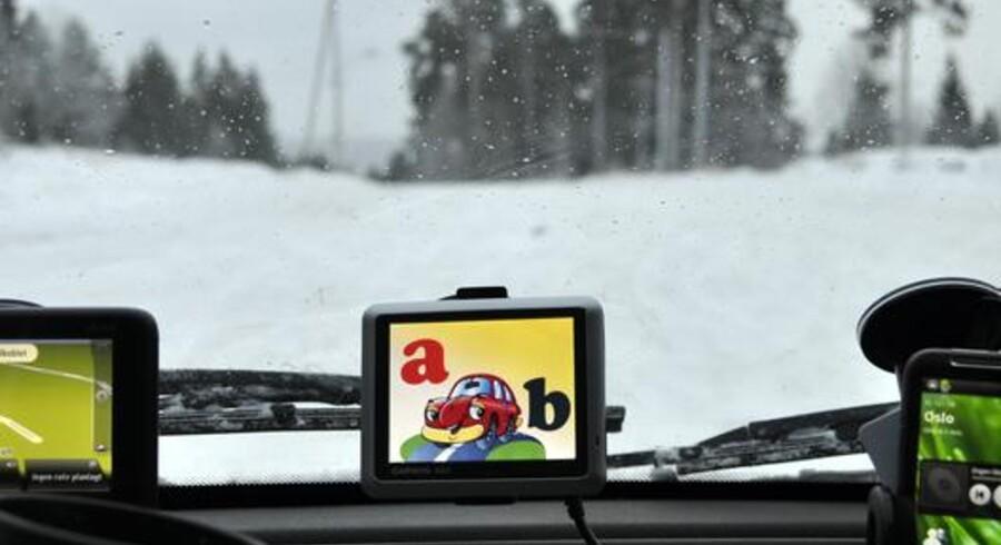 Garmins billigste GPS, Garmin Nüvi 1200, testes. Den har ikke den største skærm, men den fungerer helt udmærket til enkel navigering.