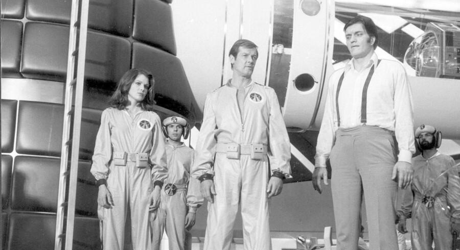 Richard Kiel (th.) spillede sammen med Roger Moore i James Bond-filmene »Spionen, der elskede mig« og »Moonraker«. Arkivfoto: Scanpix