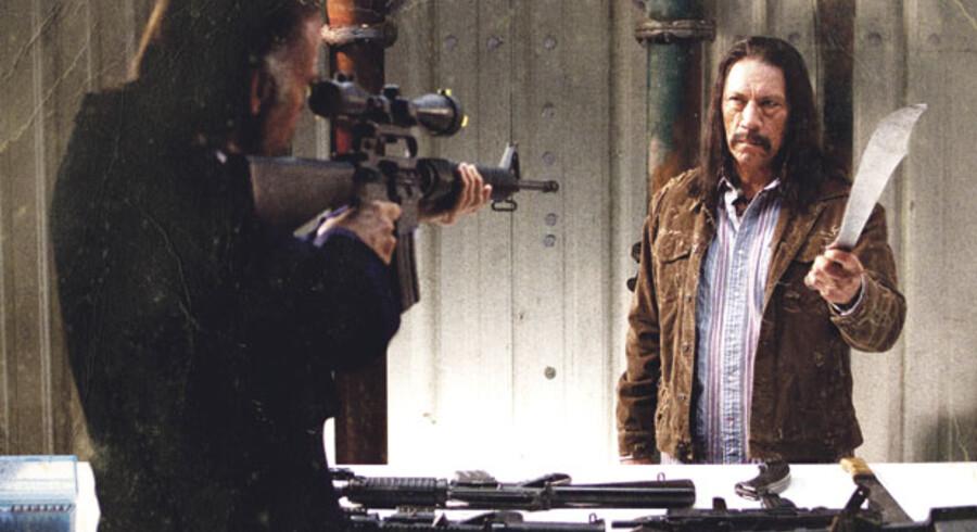 Den furede Danny Trejo spiller barsk mexicansk helt i den knaldende kulørte og yderst underholdende film »Machete«.