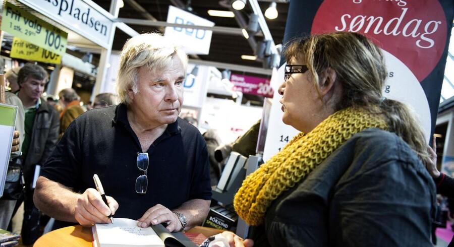 BogForum I Bella Center søndag den 11. november. Jan Guillou signerer bøger og møder læsere. (Foto: Liselotte Sabroe/Scanpix 2012)