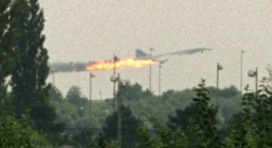 Concorden med ild i den ene motor på vej til at styrte ned i det nordlige Paris.