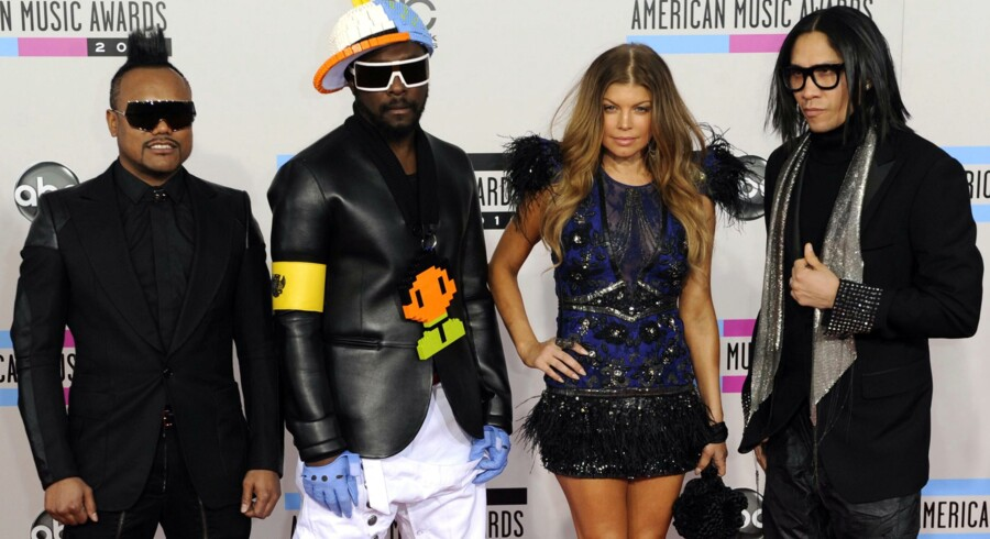 Will.I.Am, Fergie and Taboo fra The Black Eyed Peas ankommer til American Music Awards i Los Angeles 21. november 2010.