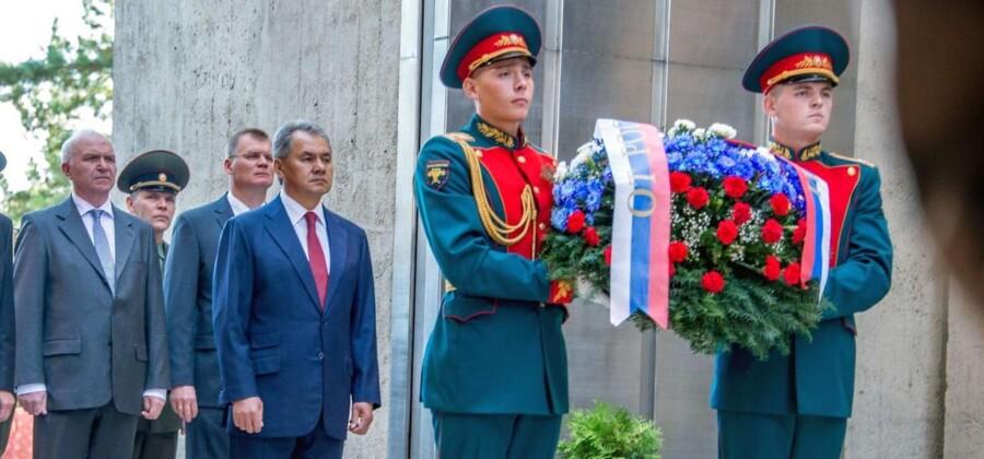 Ministeren var i Slovakiet for at deltage i en mindeceremoni.