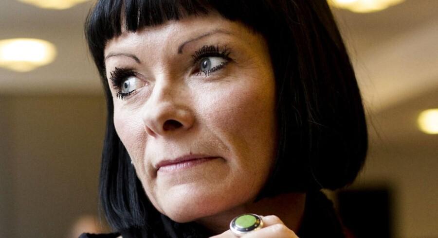Louise Østergaard udgav en roman, hvor hun fortæller om sit forhold til digteren Yahya Hassan.