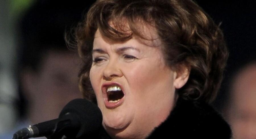 Den skotske sangerinde og husmor Susan Boyle ligger foran popsilden Rihanna på den amerikanske hitliste.
