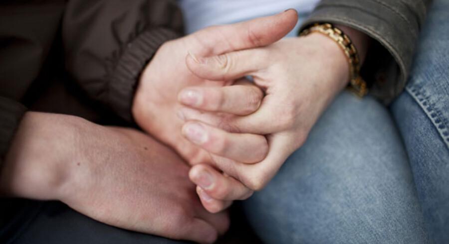 »Et paradoks er, at vi i så mange år har forsøgt at bekæmpe tvangsægteskaber og kæmpet for unges ret til selv at vælge livsledsager uafhængigt af deres forældre, men at vi nu står i en situation, hvor vi skal forklare selv sammen unge, at staten i stedet skal bestemme, hvem der er den rigtige partner,« skriver Marsgrethe Vestager.