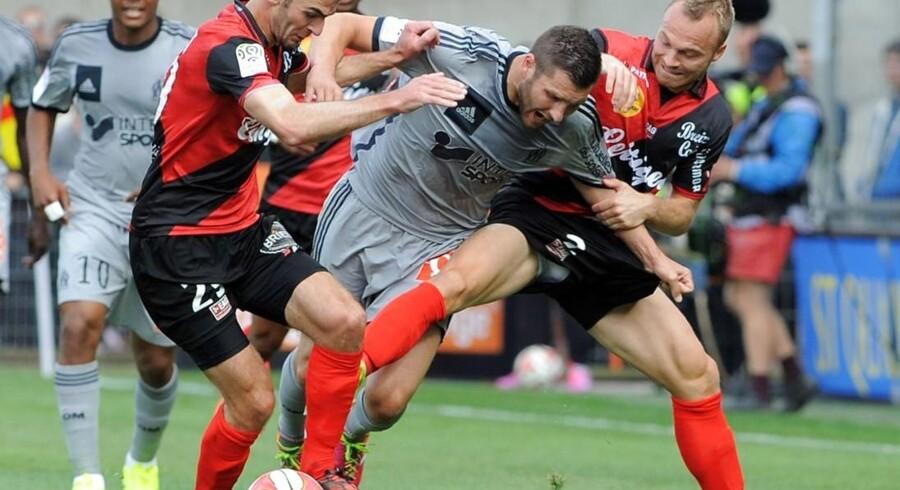 Lars Jacobsen og Christophe Kerbrat i duel med Marseilles André-Pierre Cignac i lørdagens Ligue 1 opgør. Cignac sendte gæsterne på sejrskurs med et smukt og kontrolleret flugtskud.