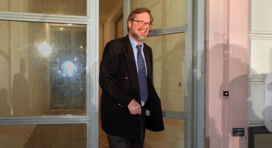 ARKIVFOTO. Hovedkvarteret i Nyhavn har længe huset bl.a. ansatte i ledelsessekretariatet, administrationsafdelingen og organisationsafdelingen. Her ses Per Stig Møller, da han søndag den 1. marts 1997 - som de konservatives nye leder - forlader hovedkvarteret i Nyhavn.
