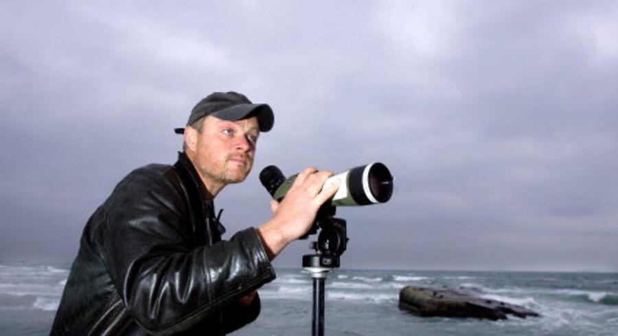 Værløse-drengen, ornitologen Rolf Christensen slog sig for 15 år siden ned i Skagen. Han skal aldrig herfra, for her findes 360 af Danmarks 450 fuglearter. Foto: Henning Bagger<br>