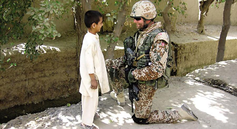 Peter Dahl Thruelsen på patrulje i udkanten af Gereshk, Afghanistan, med Afghan National Army, september 2010.