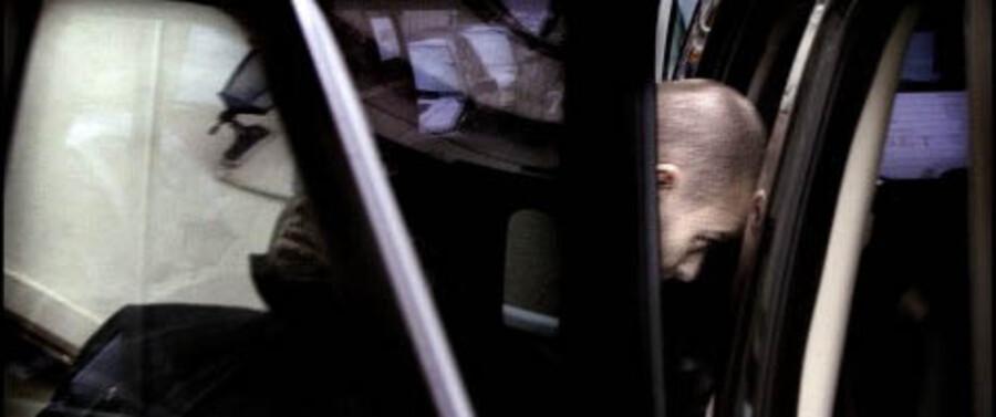 Justin Timberlake fanget da han smuttede ind i en bil ved bagindgangen til Hotel D'Angelterre i københvan. Foto: Brian Berg