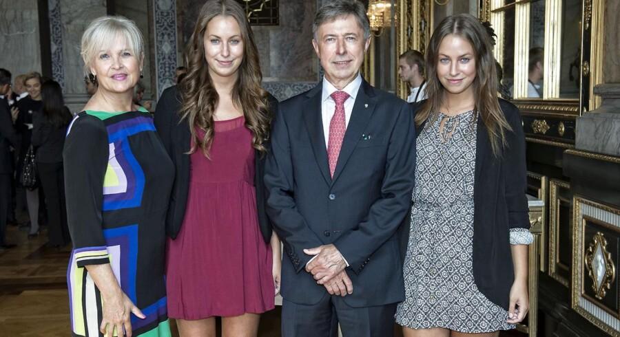 Her ses hofmarchallen med fru Bodil og tvillingedøtrene Caroline og Simone.