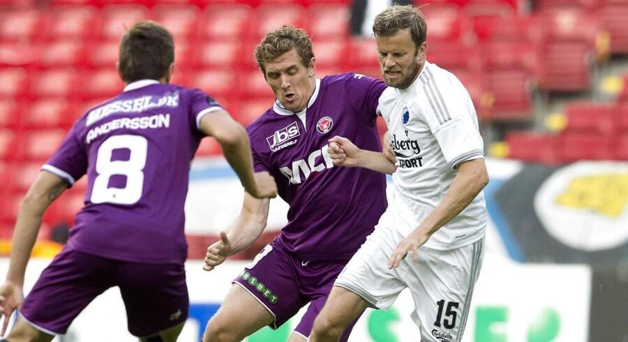 Morten Duncan Rasmusseni duel med FCKs Mikael Antonson.