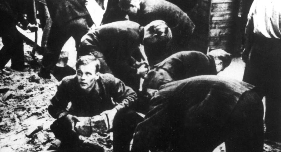 Den 30. juni 1944 udbrød en generalstrejke blandt københavnerne under nazitysklands besættelse. Det startede som en arbejdsnedlæggelse på B&W-værftet på grund af en ny og strengere spærretid, men da det blev meddelt, at Hvidstensgruppen var blevet henrettet, reagerede københavnerne voldsomt, og det udviklede sig til en egentlig folkestrejke. I løbet af kort tidinvolverede strejken blandt andet sporvogne, S-tog, butikker og telefoncentraler. Den 1. juli blev København erklæret i undtagelsestilstand, og især på Nørrebrogade blev der bygget barrikader mod værnemagten, der forsøgte at slå oprøret ned.