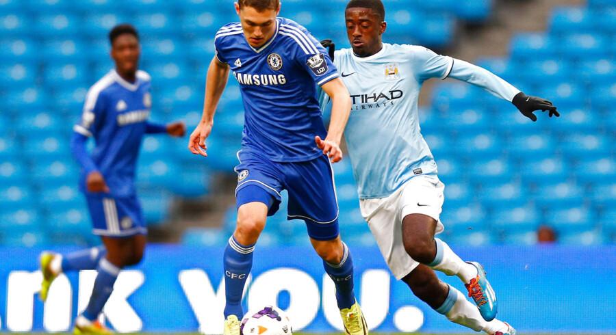 Andreas Christensen (tv.) i en kamp for Chelseas U21-mandskab ved en tidligere lejlighed.