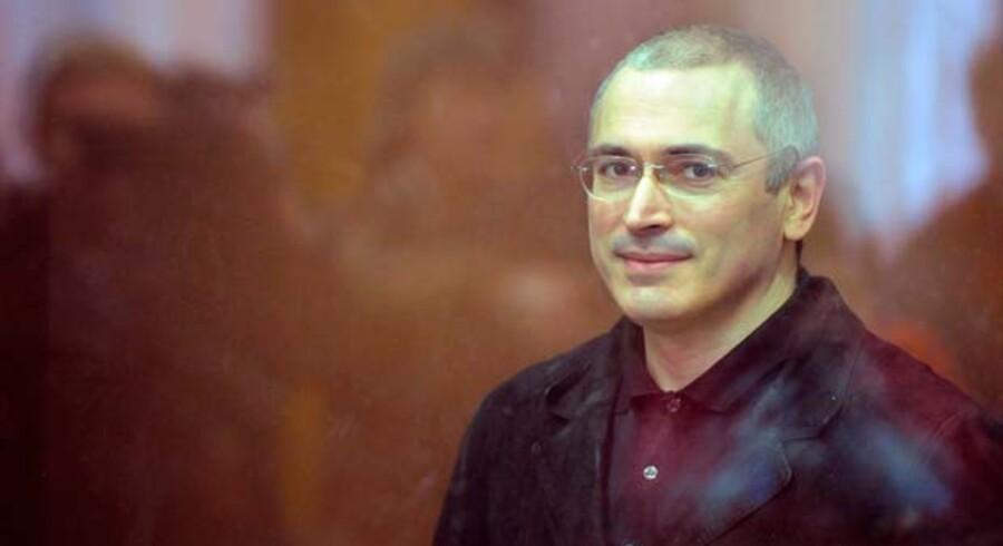 Mikhail Khodorkovskij bag skudsikkert glas under retssagen.