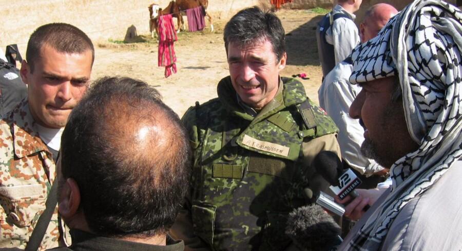 Den daværende statsminister, Anders Fogh Rasmussen, besøgte i februar 2004 de danske styrker i Irak.