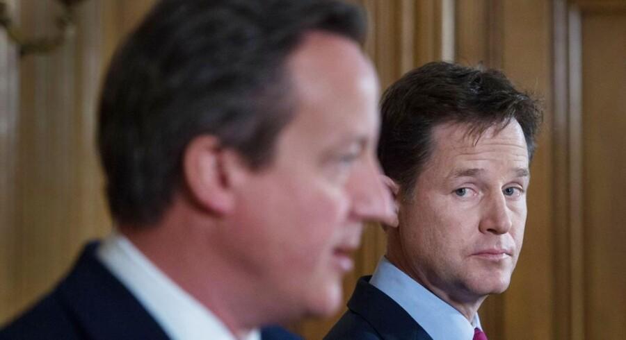 Vicepremierminister Nick Clegg og hans parti Liberaldemokraterne vil begrænse indvandringen fra Rumænien og Bulgarien.