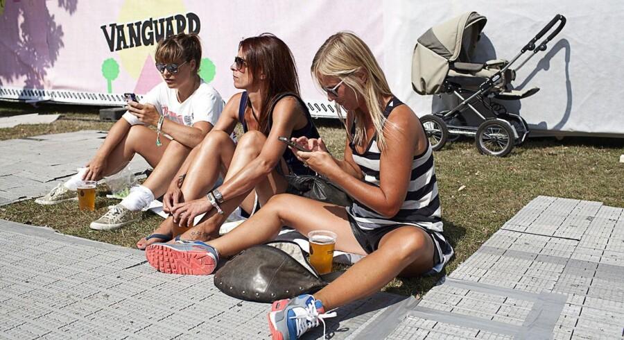 Fredag og lørdag er Søndermarkens fredelige og grønne omgivelser skiftet ud med madboder, musikscener, fadøl og solende gæster. Den store oase midt i København, sætter nemlig i disse dage scenen for Vanguard Music Festival, hvor både udenlandske og danske musikere lægger vejen forbi.  Vanguard Festivalen bygger på inspiration fra den finske Pori Jazz Festival,som er kendt for at være et samlingspunkt, hvor finnerne selv kan medbringe picnickurven og nyde dagen med sol og god musik.  Vanguard Music Festival startede sidste år, hvor de oplevede stor succes. På festivalen kan du blandt andre høre 'Kidd', 'Mew', 'The Savage Rose' og 'Choir of Young Believers'.