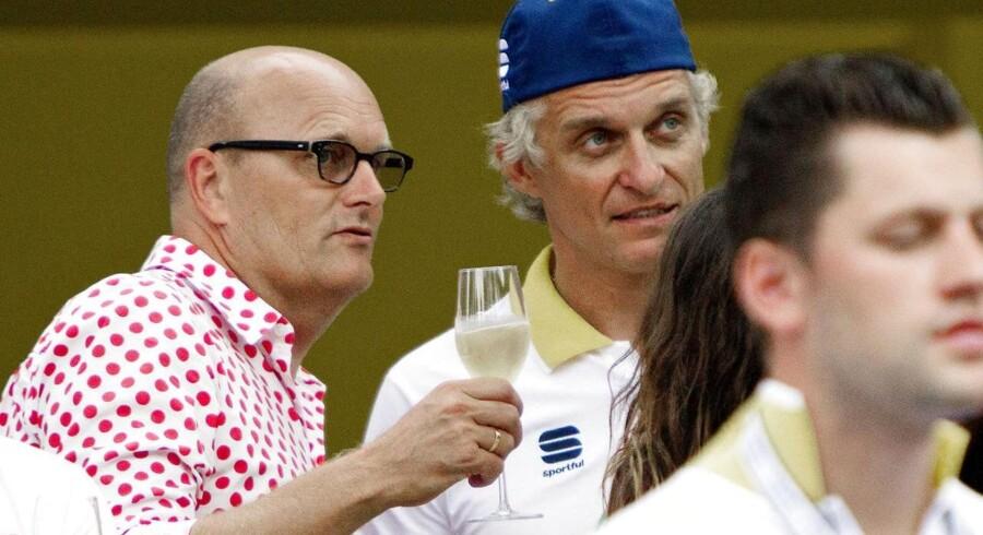 Bjarne Riis og Oleg Tinkov på Champs-Élysée ved den sidste etape af årets Tour de France.