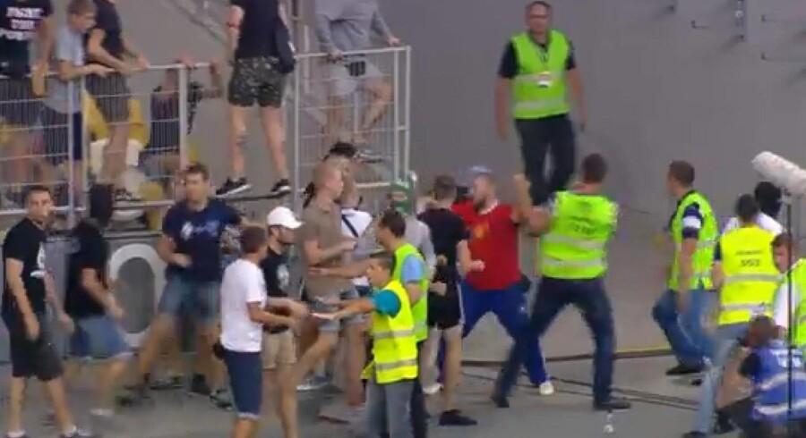 Det passer slet ikke, at FC Københavns fans skulle have provokeret Dnipros tilhængere med et russisk flag, og at det opildnede ukrainerne til at invadere danskernes tribuneafsnit. (Billeder fra TV3+)