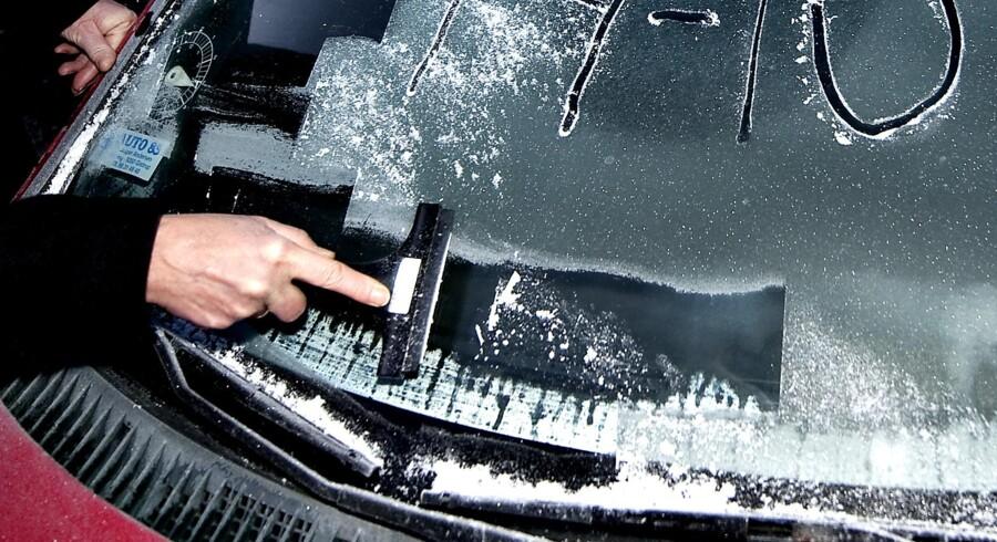Allerede her i oktober skal der skrabes is af bilernes ruder.