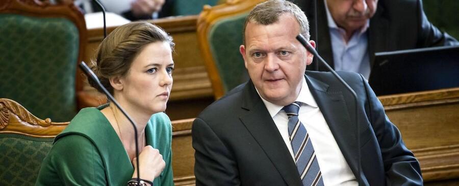 Under afslutningsdebatten i går blev det tydeligt, regeringspartierne havde besluttet sig for at rette skytset mod Venstres leder, Lars Løkke Rasmussen, der her sidder sammen med partiets politiske ordfører, Ellen Trane Nørby. Foto: Torkil Adsersen, Scanpix