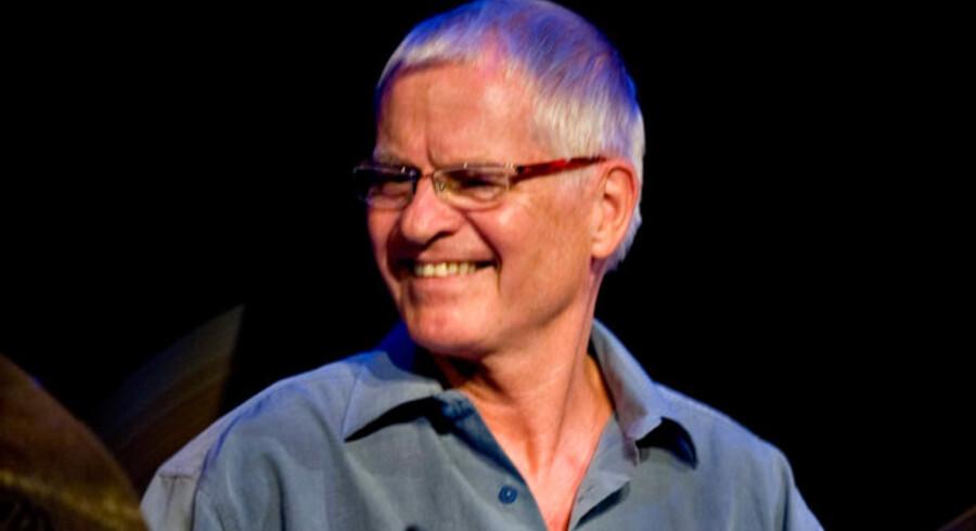 Alex Riel har spillet her, der og alle vegne – også i Glassalen i Tivoli, hvor fotoet er taget under Copenhagen Jazz Festival 2008.