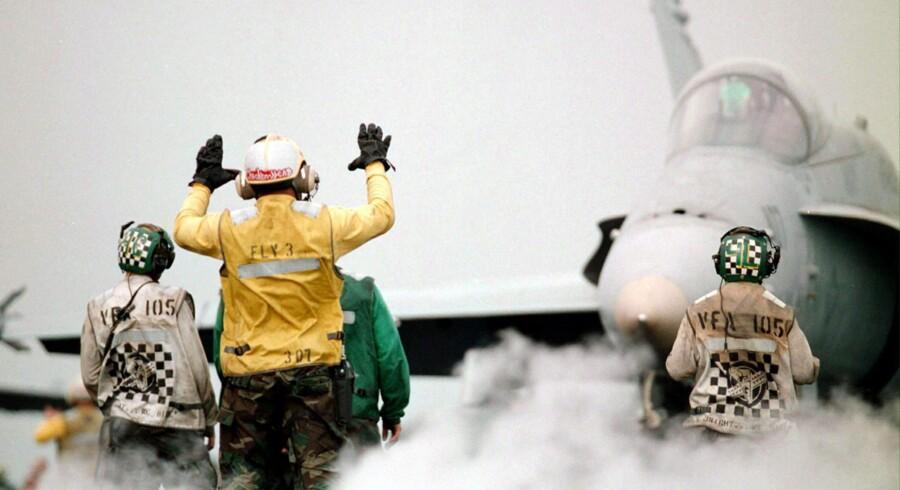 USAs tilstedeværelse i Golf-regionen er fortsat en garant for sikkerheden. Her en øvelse på hangarskibet USS Enterprise. Arkivfoto: Scanpix