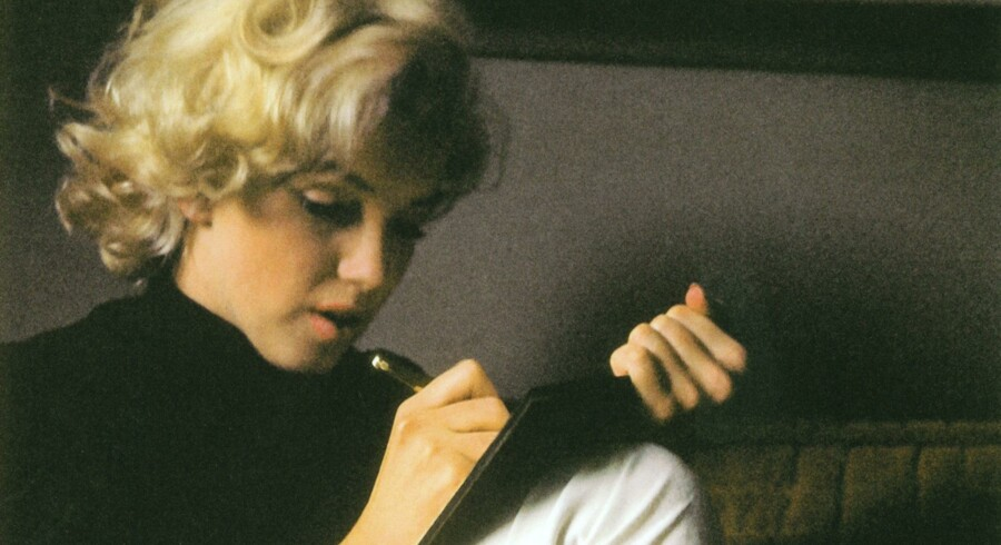 Monroe havde et skjult ønske om at realisere andre sider af sig selv og – ikke mindst – gøre op med det stereotype kvindebillede, hun gang på gang skulle opføre på det hvide lærred. Splittelsen udtrykte hun ofte direkte og klart i de personlige notater, der nu er udkommet i bogform.