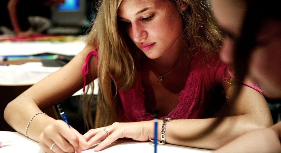 Elever, der ikke kommer til tiden eller ikke har læst lektier, skal mærke, at det har konsekvenser; for eksempel i form af eftersidning.