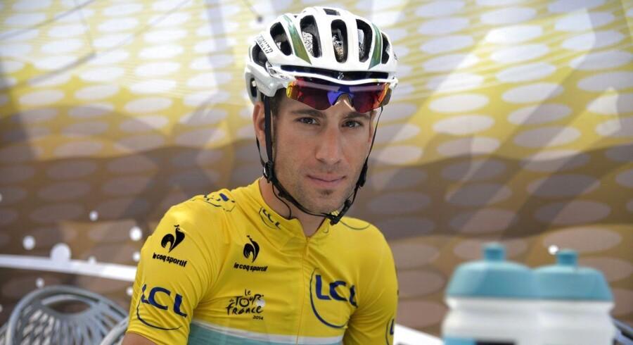 Italiens Vincenzo Nibali i den gule førertrøje før starten på dagens 187,5 km lange etape fra Besancon til Oyonnax.