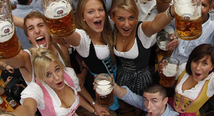 Oktoberfesten i München er skudt i gang med uanede mængder øl, fest og forlystelser.