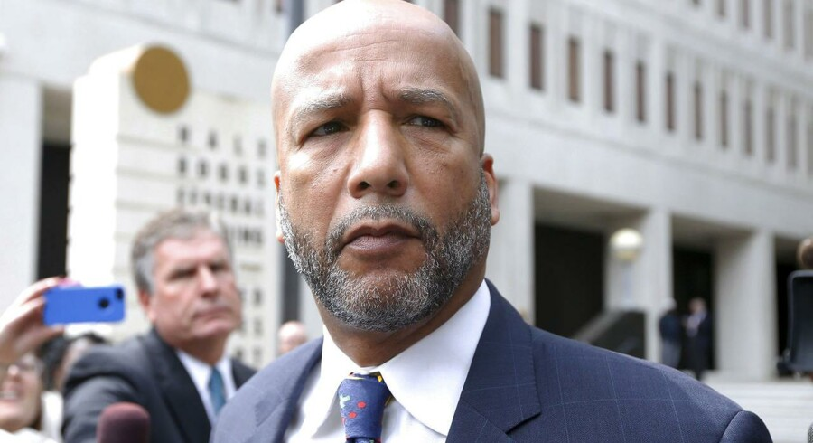 Tidligere New Orleans-borgmester Ray Nagin forlader retten efter dommen.