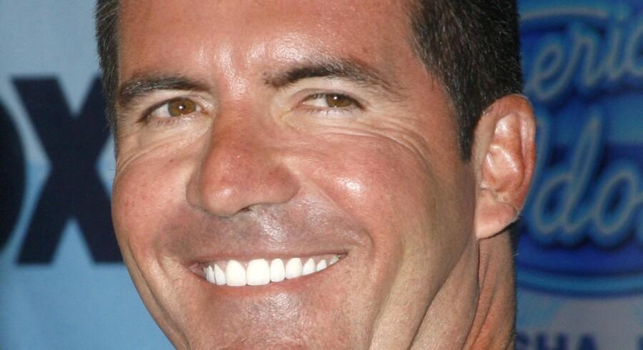"""Simon Cowell, der er berømt og berygtet for sine ligefremme udsagn i talentprogrammet """"American Idol"""" forlader showet."""