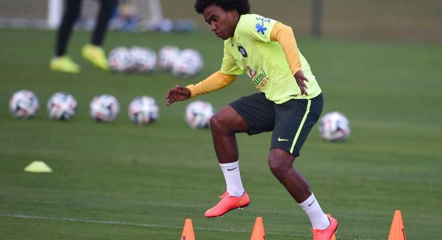 Willian melder sig klar oven på det slag, som han fik under en Brasilien-træning.