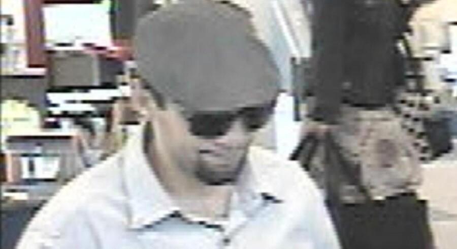 Overvågningsbillede af manden, der fredag blev anholdt i Ørstedsparken efter en eksplosion på Hotel Jørgensen i København.