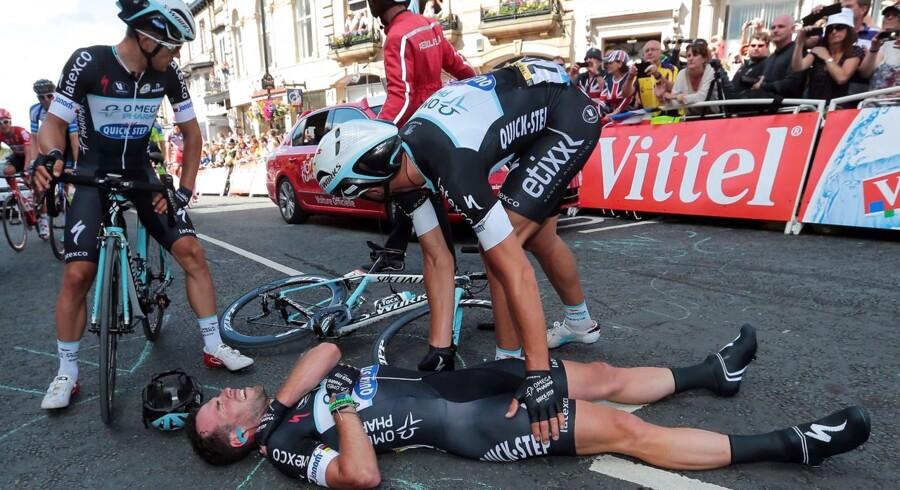 Mark Cavendish styrtede på hjemmebanen i England og måtte som følge deraf udgå af det prestigefyldte etapeløb Tour de France.
