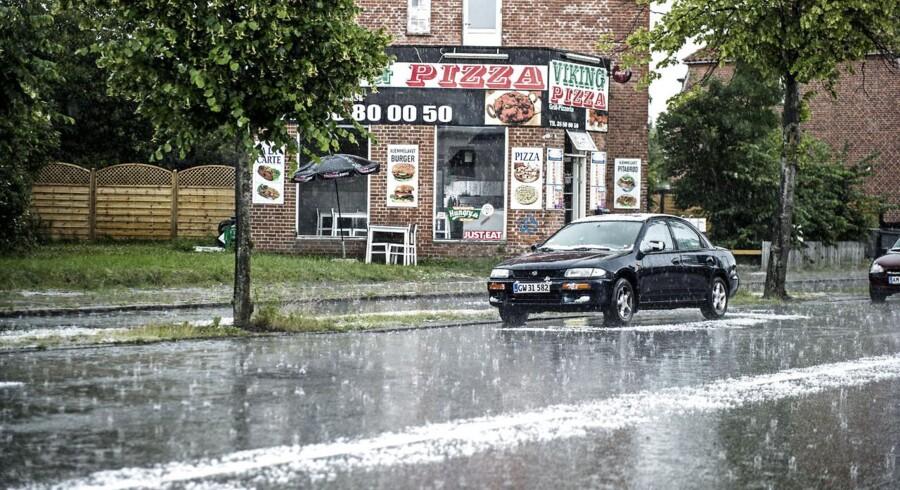 Regn, torden og hagl stod ned over København 26. juni. I aften kan der komme skybrud i flere dele af landet.