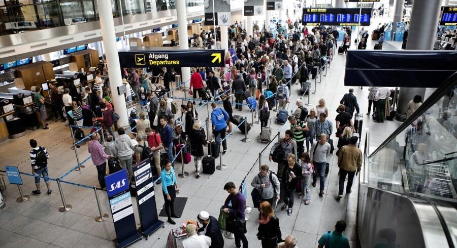 Rejsende i Københavns Lufthan på årets første store rejsedag fredag d. 27 juni 2014. Fredag d. 27. juni 2014 fotograferes der i lufthavnen til årets store rejsedag.