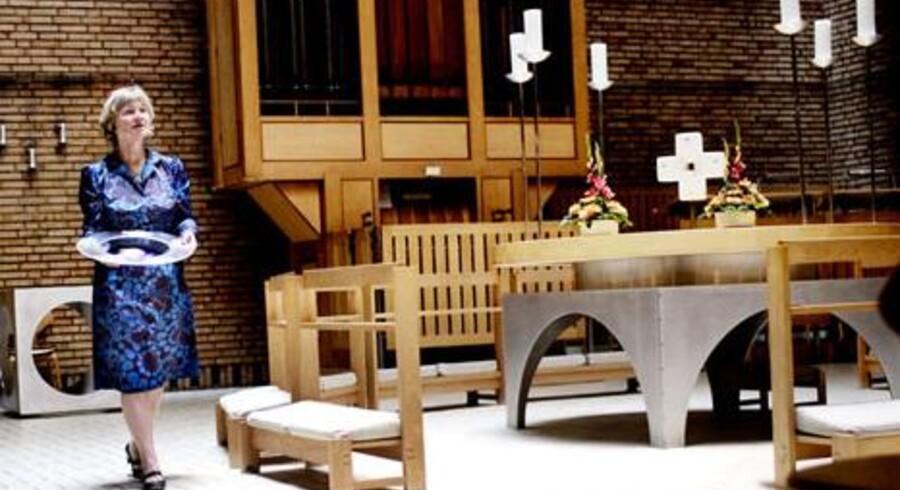 Kirkeminister Birthe Rønn Hornbech er forargret over de mange indbud i landets kirker, men hun vil ikke gribe ind.