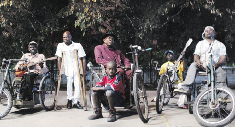 Staff Benda Bilili har bevæget sig fra Kinshasas slum til Europas festivalscener.