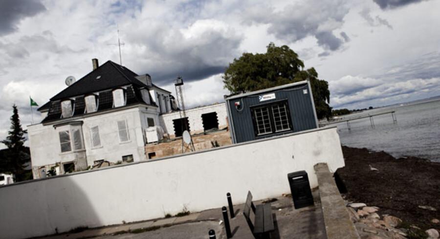 Den saudiarabiske ambassade er i gang med at opføre flere ulovlige tilbygninger på Lille Strandvej i Hellerup.